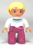 Vrouw met blond haar en witte trui (NIEUW)