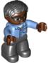 Getinte-man-met-zwarte-haren-bril-blauwe-blouse-en-zwarte-broek-(NIEUW)