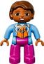 Getinte-Vrouw-met-roze-broek-blauw-jasje-en-ketting-(NIEUW)