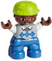 Getint-jongetje-kind-blauwe-broek-en-groene-pet-(NIEUW)