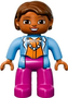 Getinte-Vrouw-met-roze-broek-blauw-jasje-en-ketting-(b-keus)